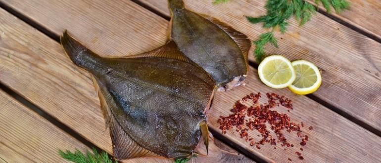 Готовое блюдо из плоской рыбы
