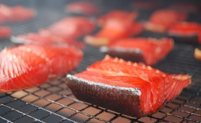Процесс обработки мяса дымом