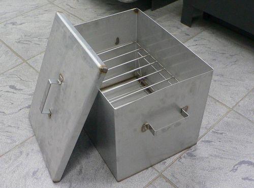 Обычная коптильня из металла