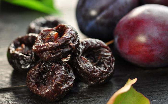 Исходная ягода и получившийся копченый продукт