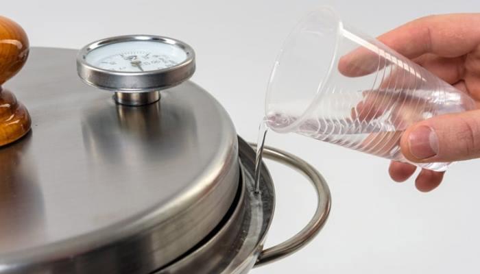 Заполнение гидрозатвора водой