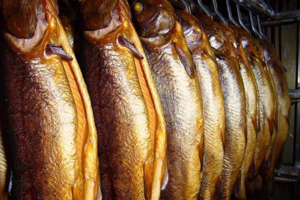 Темно-золотистый оттенок рыбы
