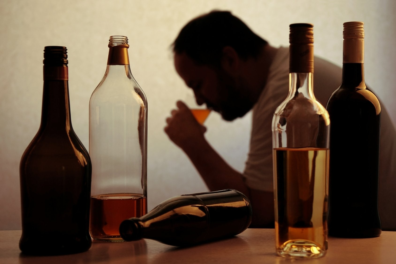 Кто-то сказал, что алкоголь убивает коронавирус? Не верьте