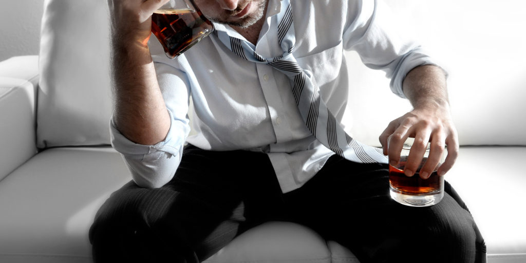 Почему болит голова после алкоголя несколько дней