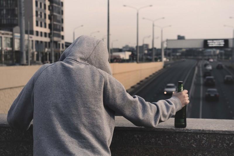 Алкоголизм: почему люди становятся алкоголиками